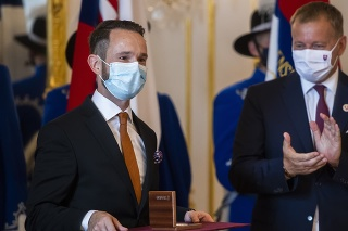 Na snímke zľava laureát štátnej ceny Jozefa Miloslava Hurbana lekár Peter Sabaka a predseda NR SR Boris Kollár.