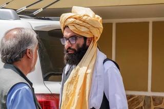 Afganský minister vnútra Sirádžaddín Hakkání  (vpravo).