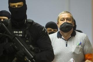Na snímke obžalovaný bývalý špeciálny prokurátor Dušan Kováčik prichádza na hlavné pojednávanie na Špecializovanom trestnom súde (ŠTS).