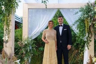 Rumunská tenistka Simona Halepová (29) sa po dvojročnom vzťahu vydala za bohatého podnikateľa Toniho Iuruca.