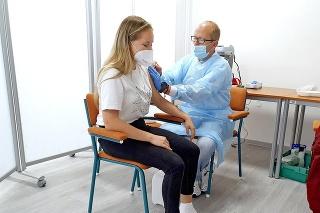 Prvé očkovanie na stredných školách využilo zhruba 30 žiakov.