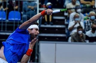Na snímke slovenský tenista Norbert Gombos v zápase druhej dvojhry 1. svetovej skupiny Davisovho pohára Slovensko - Čile s Nicolasom Jarrym.