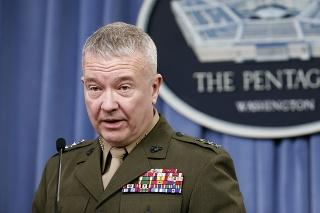 Zástupca vedenia generálneho štábu armády USA generálporučík Kenneth McKenzie.