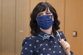 Vicepremiérka Veronika Remišová chce pomôcť rodinám stíhaných vyšetrovateľov.