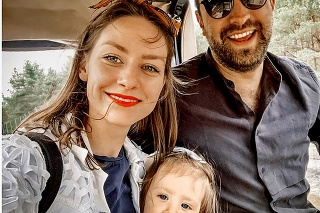 Babsy s manželom sú svoji tri roky a majú  takmer dvojročnú dcérku Izabelku.