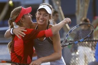 Slovenská tenistka Tereza Mihalíková (vpravo) s Ruskou Annou Kalinskou (vľavo).
