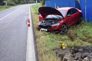 23-ročný muž zo Starej Ľubovne počas jazdy dostal šmyk a v protismere narazil do svahu.