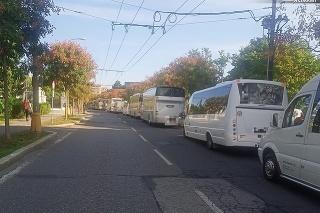 Protestná jazda vodičov autobusov.
