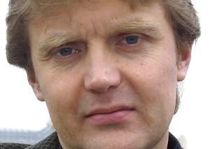 Na archívnej snímke z 10. mája 2002 bývalý agent sovietskej tajnej služby KGB a neskôr ruskej Federálnej bezpečnostnej služby (FSB) Litvinenko