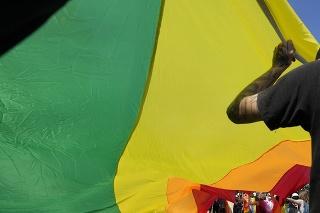 Pod prísnym policajným dohľadom sa uskutočnili v Poľsku dva LGBT pochody.