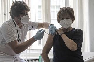 Očkovanie v ambulancii lekára v Nemecku.