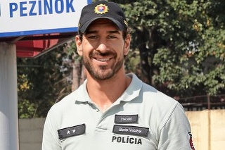 B. Valábik sa po skončení hokejovej kariéry stal policajtom.