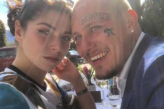 32-ročný Marc Schätzle je vo Švajčiarsku súdený za smrť svojej partnerky Anny Reedovej.