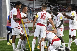 Na snímke hráči AS Trenčínsa tešia po strelení gólu v zápase 1. kola Fortuna ligy AS Trenčín - FC ViOn Zlaté Moravce-Vráble.