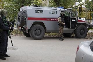 Policajná hliadka neďaleko štátnej univerzity v meste Perm.