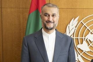 Iránsky minister zahraničných vecí Hosejn Amír Abdollahján (vľavo) a predseda Valného zhromaždenia OSN Abdulla Shahid z Maldív (vpravo).