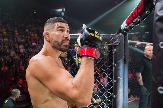 Na snímke slovenský profesionálny MMA zápasník Attila Végh pred zápasom s Američanom Travisom Fultonom na podujatí OKTAGON VÝZVA.