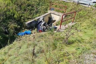 Nehodu osobného auta v obci Chmiňany neprežil spolujazdec.