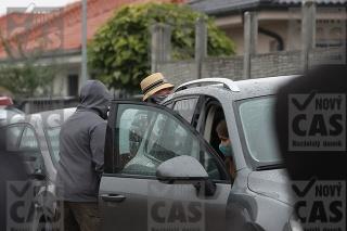 Plačkovú s manželom zadržala polícia.