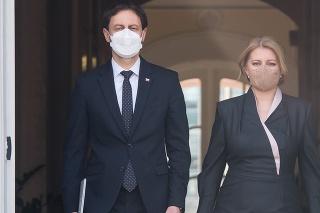 Prezidentka SR Zuzana Čaputová a vľavo predseda vlády SR Eduard Heger (OĽaNO)