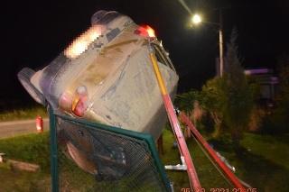 Auto viedol iba 15-ročný chlapec, po nehode nafúkal.