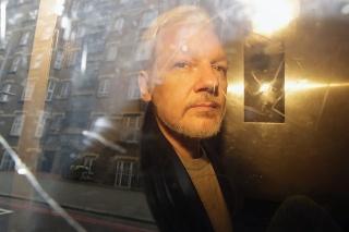 Julianovi Assangeovi hrozí vydanie do USA.