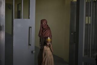 Neplatenie miezd afganským ženám pracujúcim v zdravotníctve oslabilo poskytovanie služieb predovšetkým vo vidieckych oblastiach.