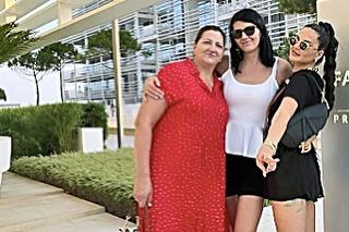 Zuzana bola nedávno na dovolenke s celou rodinou.