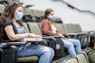 Počas celého semestra sa preto neodporúča presun študentov medzi študijnými skupinami. (ilustračné foto)