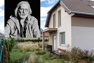 Dom za hranicami Slovenska, kde strávil posledné obdobie svojho života herec Štefan Kožka († 66) je opustený a zanedbaný.