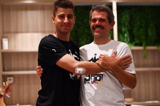 Peter Sagan (vľavo) a šéf tímu Bora-Hansgrohe Ralph Denk.