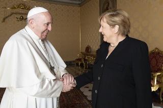 Pápež František a nemecká kancelárka Angela Merkelová.