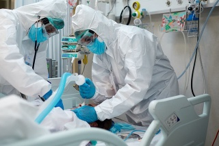 Hospital COVID Healthcare workers during an intubation procedure to a COVID patient