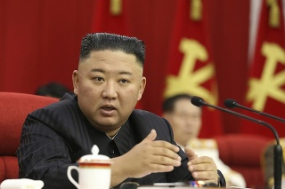 Zmena lídra KĽDR bije do očí.