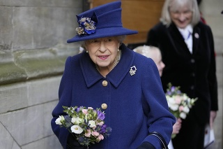 Kráľovná si bola uctiť charitu Royal British Legion.