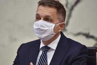 Guvernér Národnej banky Slovenska (NBS) Peter Kažimír počas tlačovej konferencie