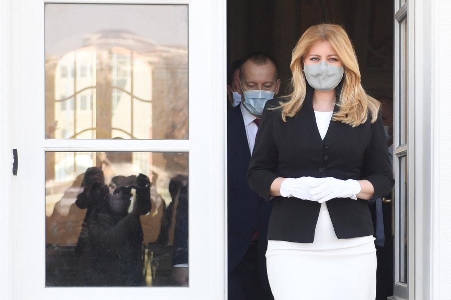 Prezidentka Zuzana Čaputová prichádza