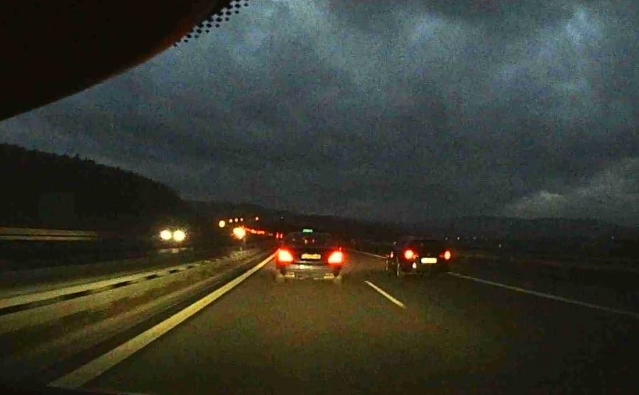 Šialenec za volantom takmer