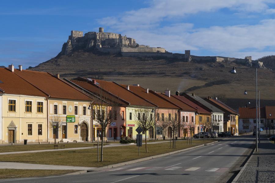 Pohľad na Spišský hrad zo Spišského Podhradia.