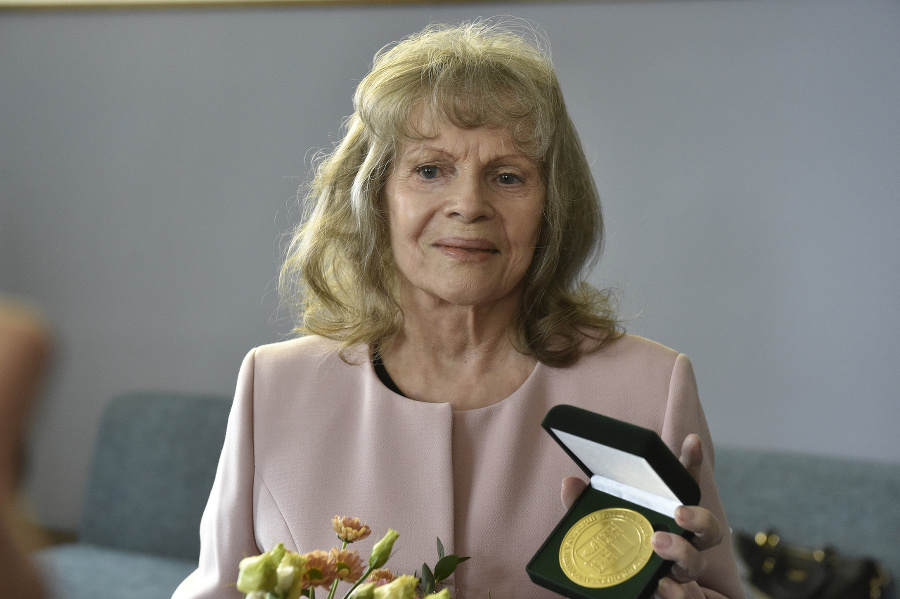 Speváčka Eva Pilarová
