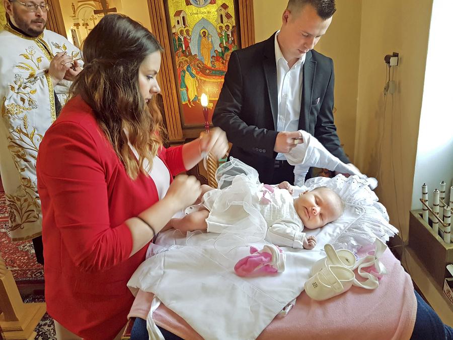 Ani počas krstu rodičia