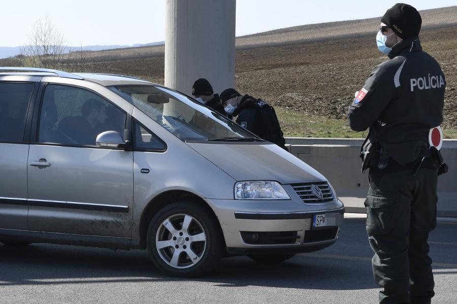 Policajná kontrola áut na