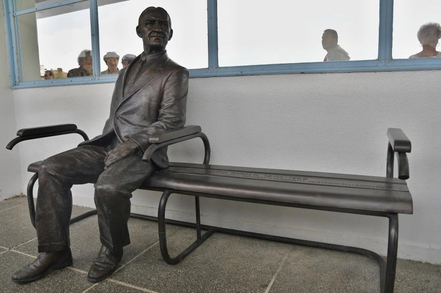Bronzová socha je umiestnená