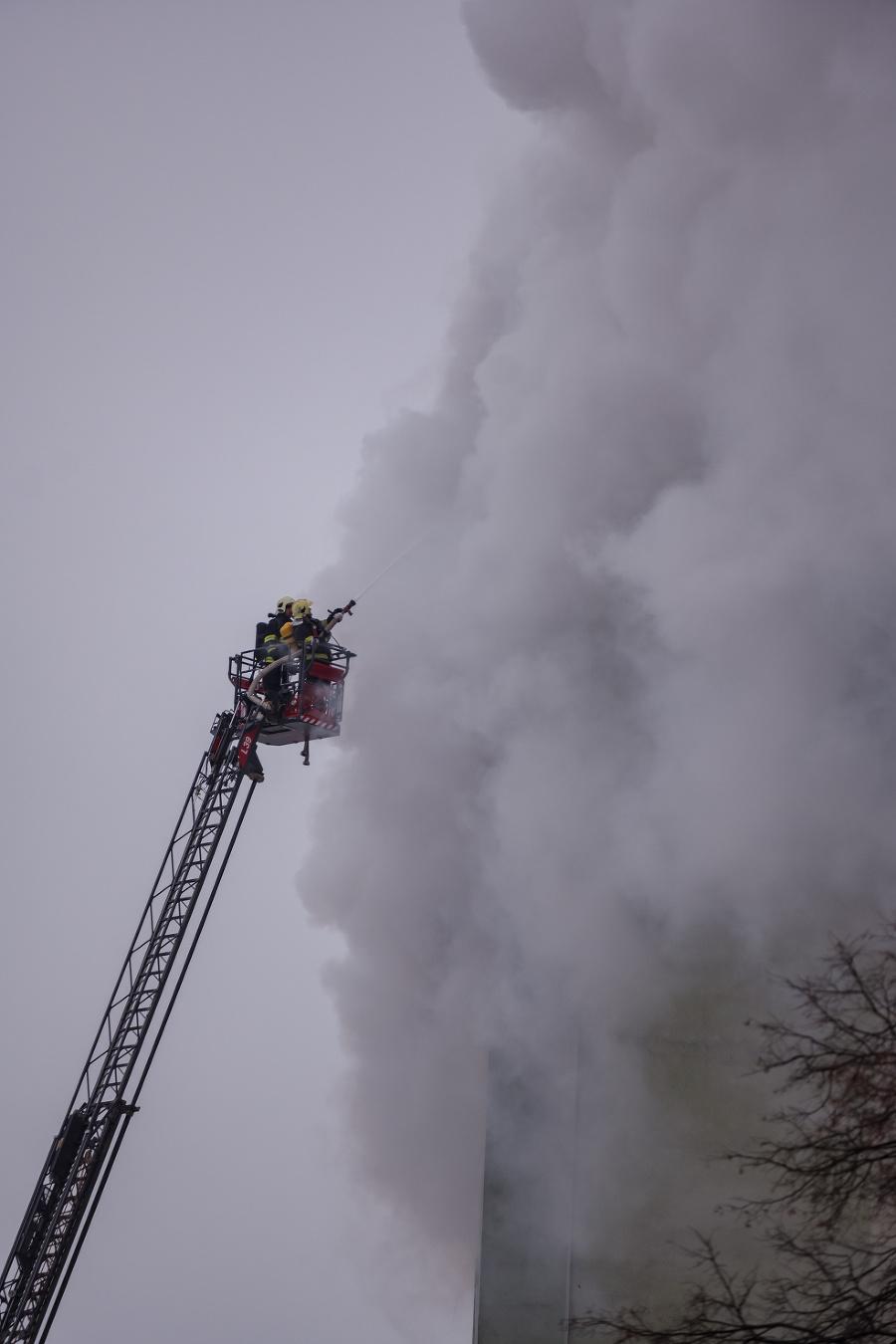 Na miesto prišli hasiči,