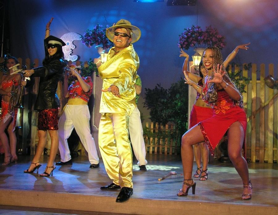 Spevák, tanečník a herec
