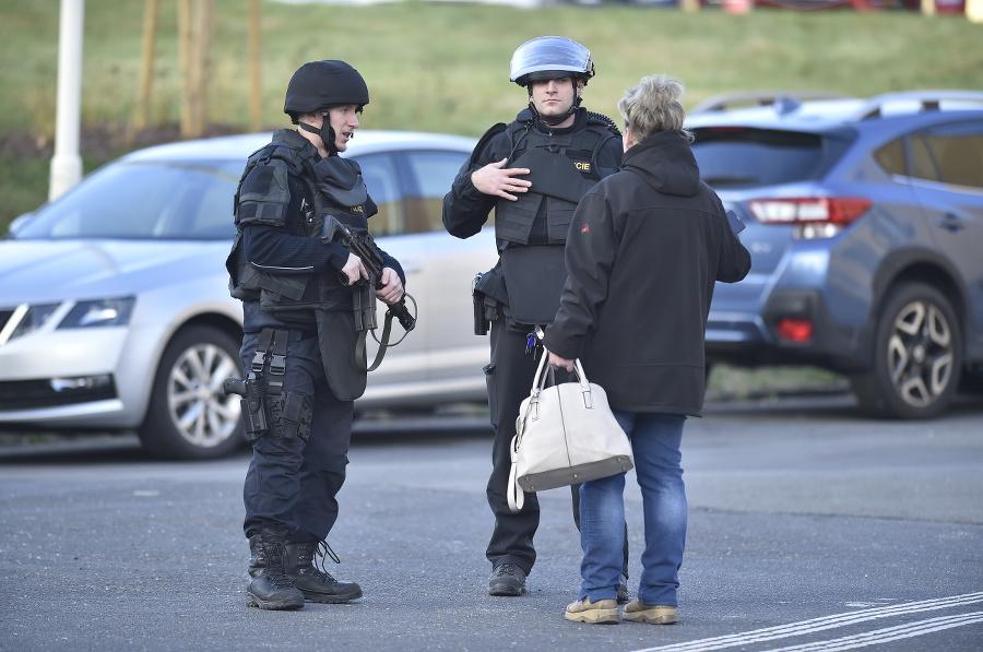 Na mieste zasahovali policajné