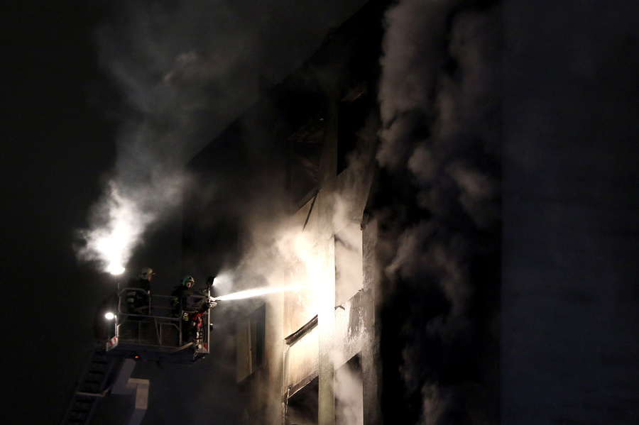 Hustý kúdol dymu sa