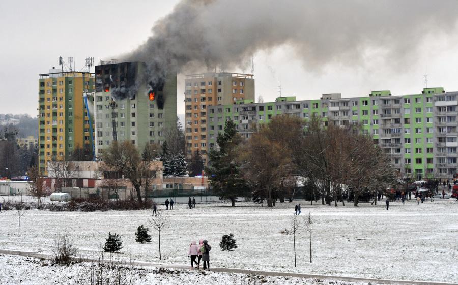 Požiar po výbuchu v