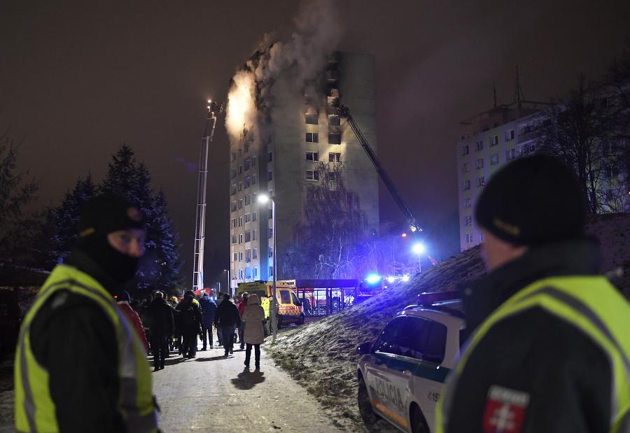 Bytovka je v plameňoch