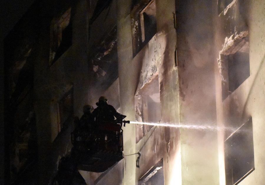 Nočný zásah hasičov v